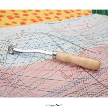 TEXI 4045 Копировальное колесико 19,5 см, рифленый нож, деревянная ручка
